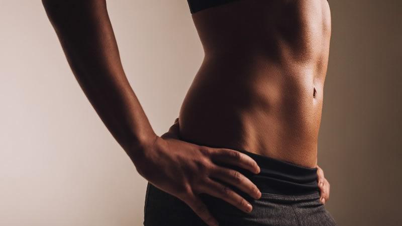 2. Los ejercicios abdominales no son suficientes para tu cintura: