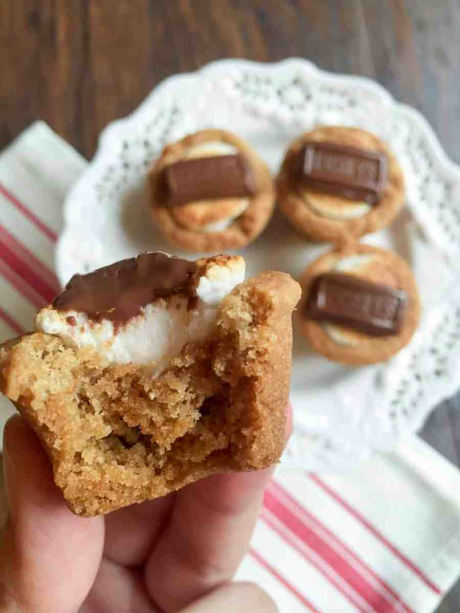 Campfire S'mores Cups are the perfect summertime treat that transitions into fall. Melted chocolate, toasty marshmallows and a wonderful graham cracker cookie make up this delicious dessert!