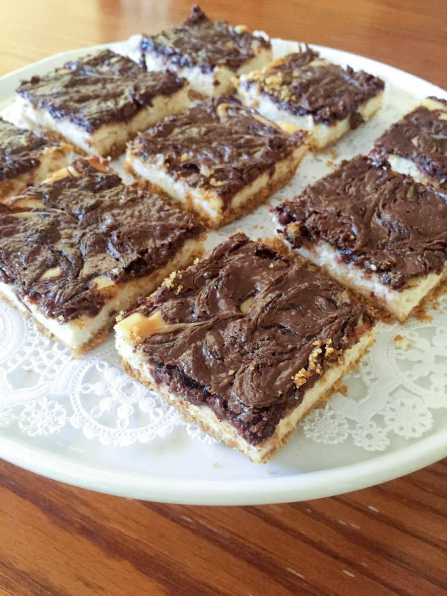 Nutella Cheesecake Bars are the perfect mix of chocolate with everyone's favorite dessert in one,easy to make (and eat!) dessert!