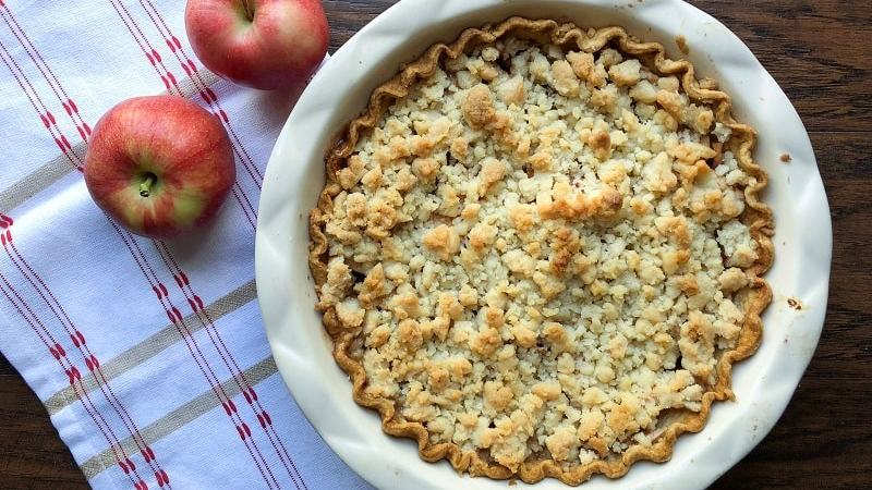An All-American Classic Apple Crumble Pie that is perfect for Thanksgiving day. Tart apples, lots of cinnamon sugar, and buttery, sugary topping! So delicious!