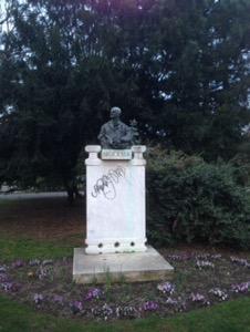 ウィーン早朝ランブルックナーの銅像