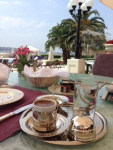 ホテルチュラーン・パレス・ケンピンスキー・イスタンブール 銀食器でサーブされるトルココーヒー