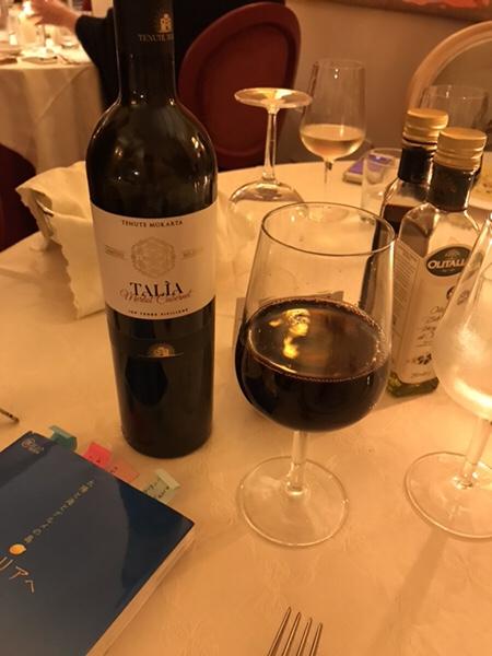 dinner hotel garden vulcano talia red wine