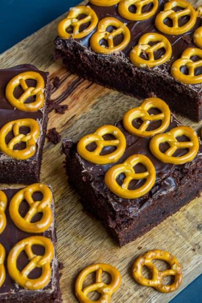 Schwarzbier Brownie mit Brezeln