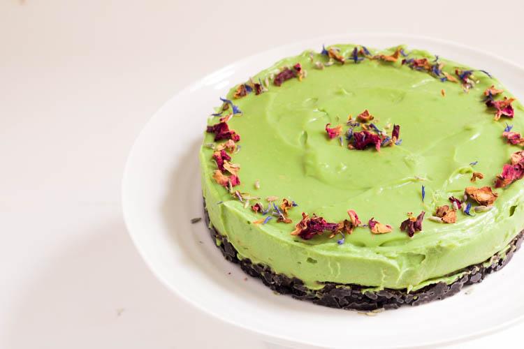 Veganer No Bake Cake mit Avocado und Oreo