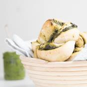 Rezept Vegane Hefekringel mit selbstgemachtem Spinat Walnuss Pesto