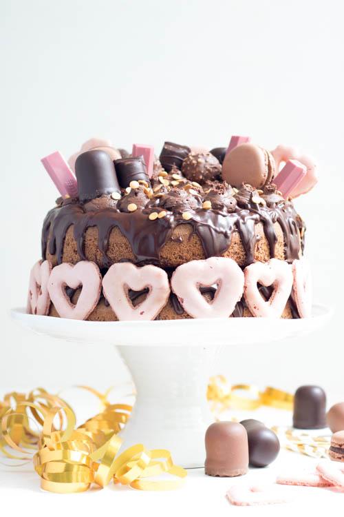 Naked Cake Schoko mit Drip und Süßigkeiten