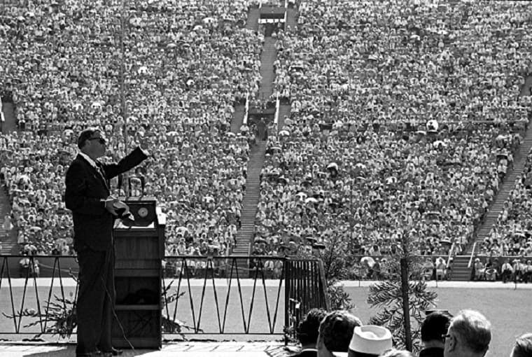 Billy Graham preaching - faithful living