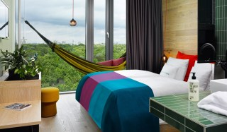 25hours-hotel-bikini-berlin-bedroom-zoo-view-jungle-room-m-02-x2-1