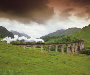 A STEAM TRAIN ON THE WEST HIGHLAND LINE CROSSES THE VIADUCT SPANNING GLEN FINNAN, AS IT APPROACHES THE VILLAGE OF GLENFINNAN, WITH LOCH SHIEL VISIBLE BEHIND, HIGHLAND. PIC: P.TOMKINS/VisitScotland/SCOTTISH VIEWPOINT Tel: +44 (0) 131 622 7174 Fax: +44 (0) 131 622 7175 E-Mail : info@scottishviewpoint.com This photograph can not be used without prior permission from Scottish Viewpoint.