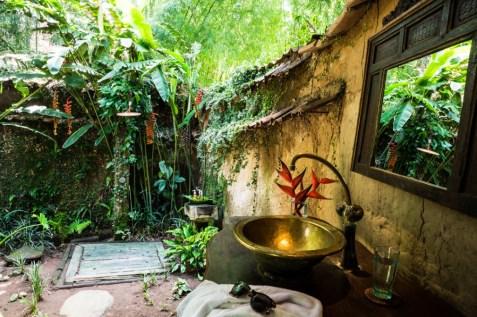 Bambu-Indah-Orin-House-bathroom-Tai-Power-Seeff-Photography-1024x682