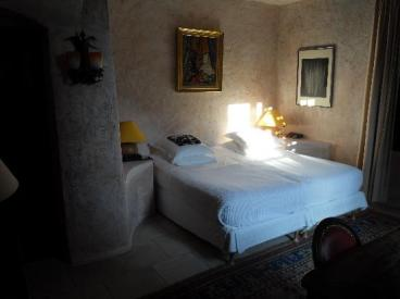 comfortable-quiet-bedroom