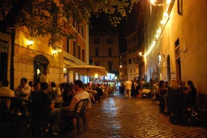 visit-rome_-night-_-dolce-vita-close-to-bar-del-fico_01