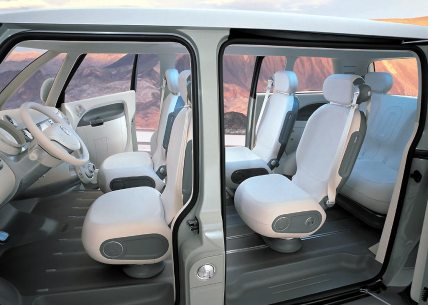 2001_Volkswagen_Microbus_interior_02