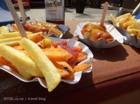 Curry-Wurst-at-Charlies-Beach-3