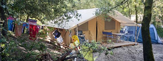 camping_indigo_oleron_chenes_vert_toile_bois