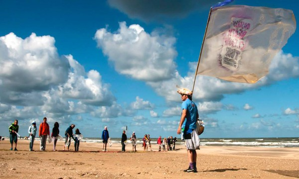 carousel_small_Beach Clean Up Noordwijk EB 2014 2-1