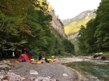 People-camping-Tara-river-rafting