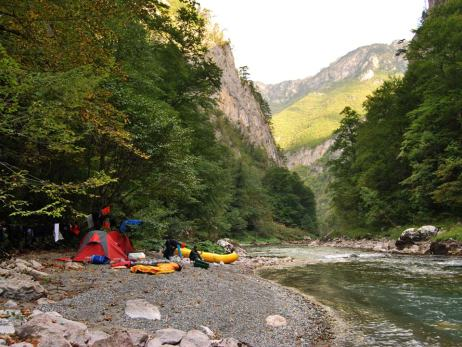 People-camping-Tara-river-rafting