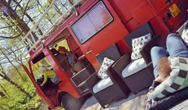 bijzonder-overnachten-in-een-brandweerbus-4