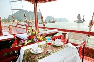 halong-bay-cruise-princess-junk-restaurant