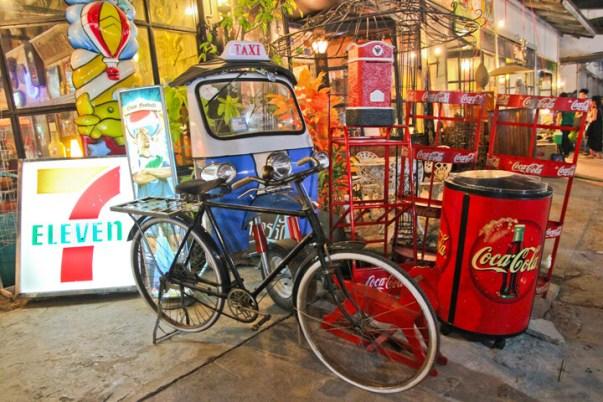talad-rod-fai-market-bangkok