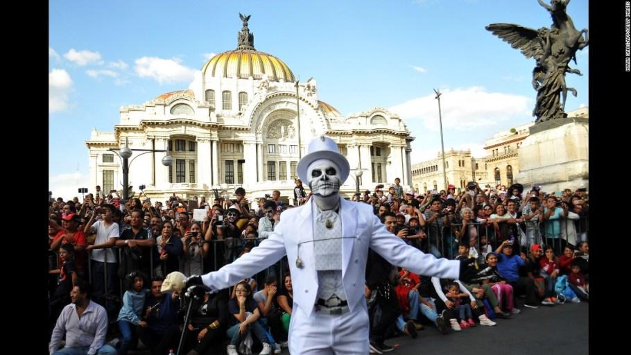 161101120151-02-mexico-city-dia-de-los-muertos-1101-super-169
