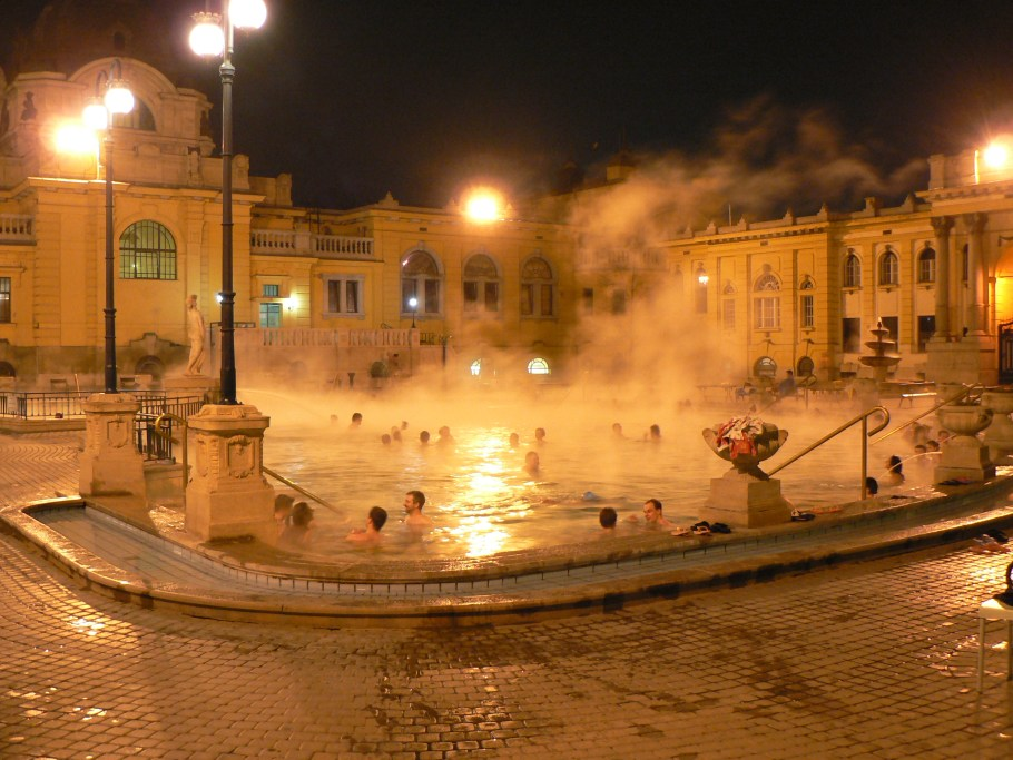Széchenyi_baths_by_night_2