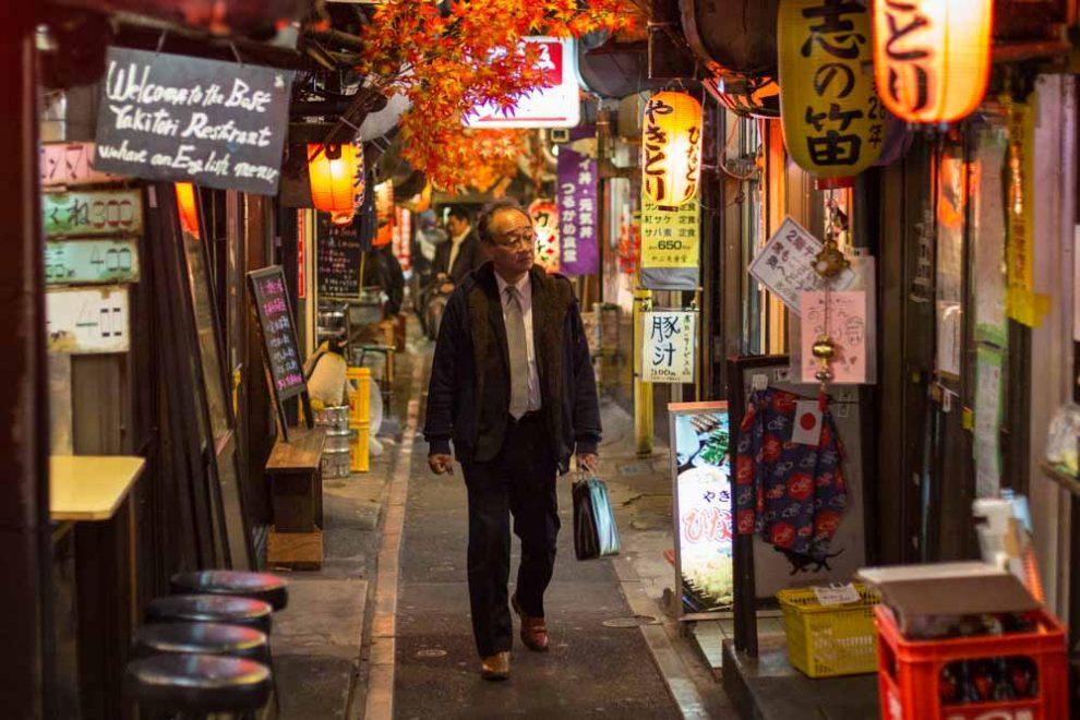 Shinjuku-Omoide-Yokocho-v01-990x660