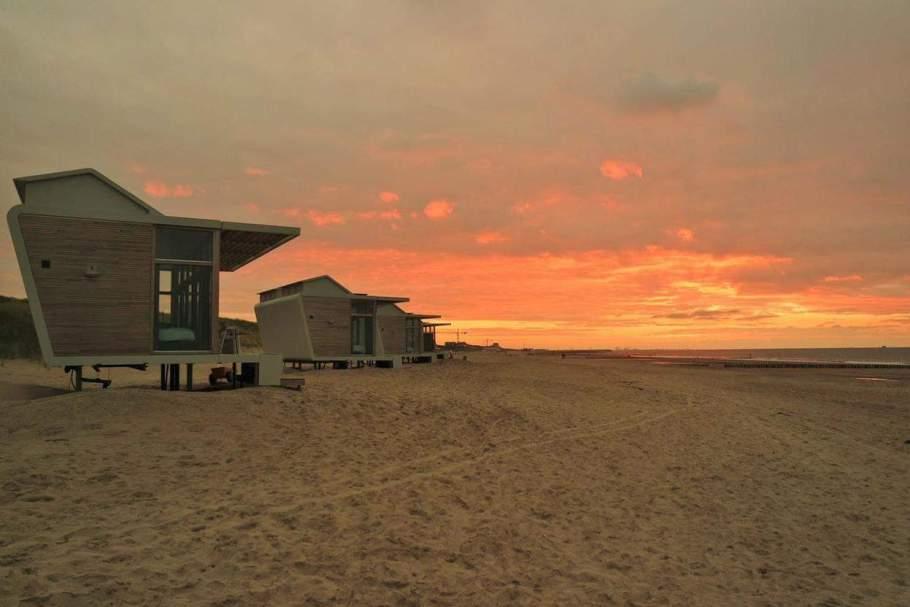 Strandhuisjes-Cadzand-Bad-zonsondergang