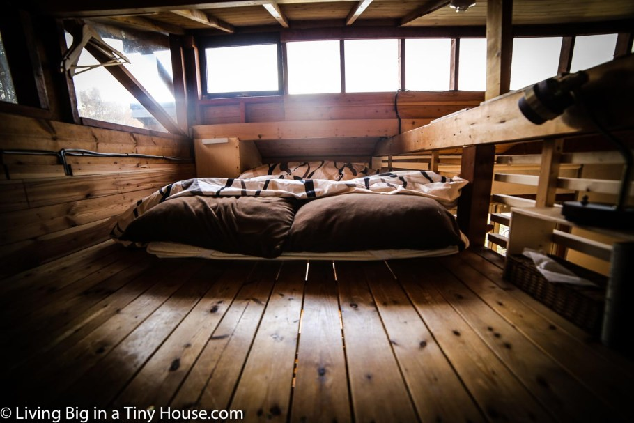 Japan-Off-Grid-Cabin-Sleeping-Loft