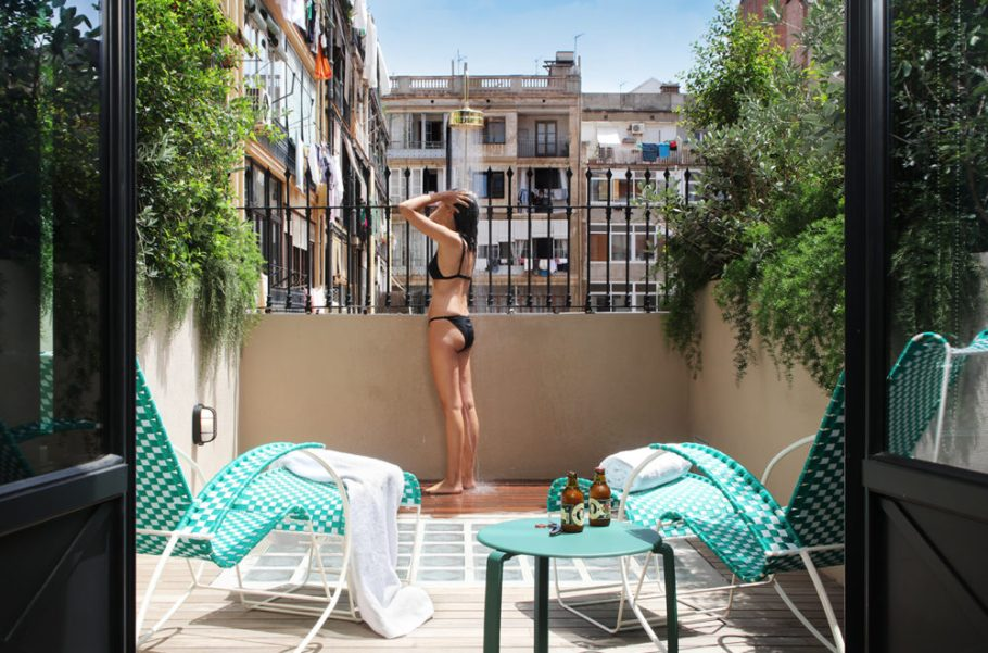 casa-bonay-barcelona-design-hotel-courtyard-large-terrace-03-1350x900-999x660
