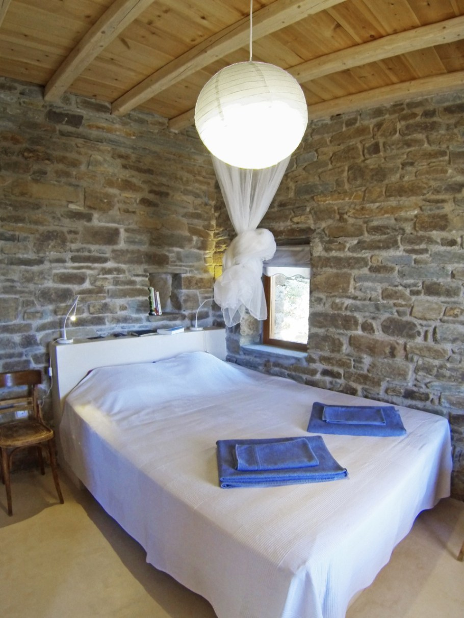 Tinos-ecolodge_small-house-bedroom