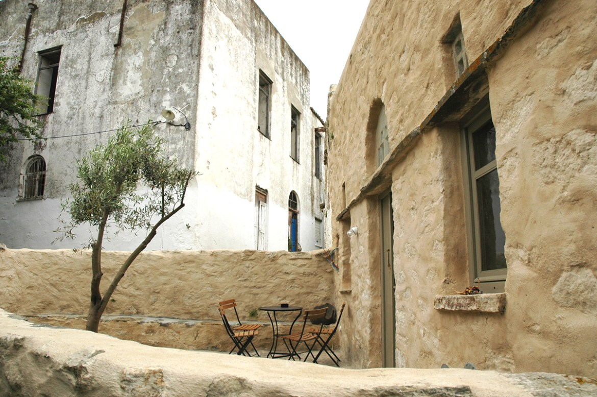 cycladic-stone-house-for-rent