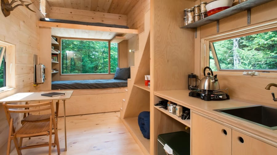 http_cdn.cnn.comcnnnextdamassets151028104448-getaway-tiny-house-interior