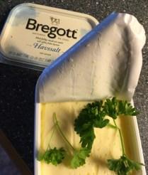 Jag brukar lägga persilja i Bregottpaketet.