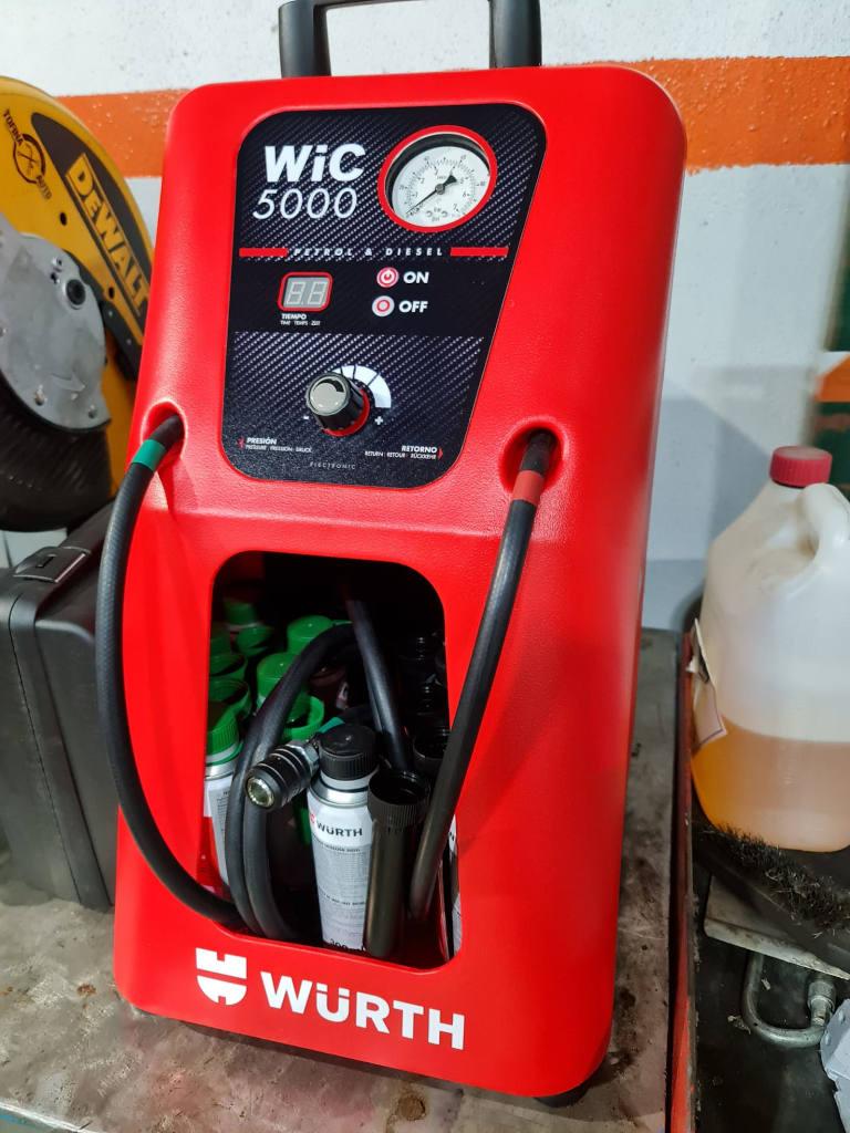 Foto do equipamento profissional que usamos para efetuar a limpeza de injetores em veículos diesel ou gasolina