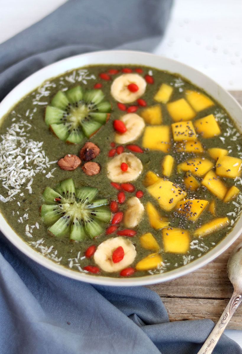 Rainbow Green Smoothie Bowl For A Beautiful Start Of The Day | Tofobo Family