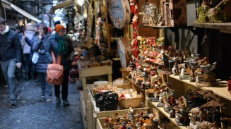 The ultimate shopping street for your dream presepe. Mind. Blown.