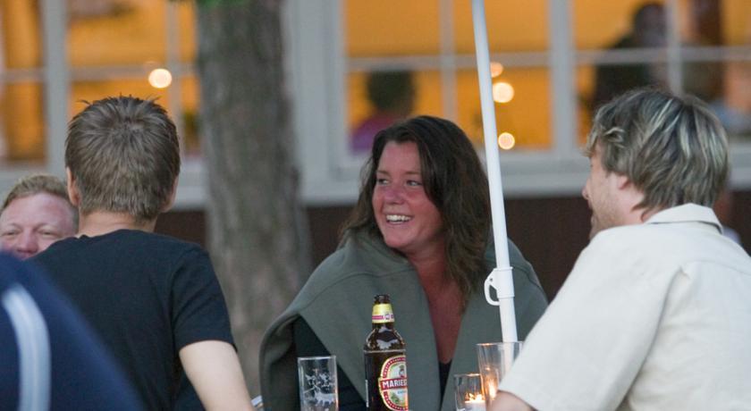 Ta en öl hos Tofta Strandpensionat