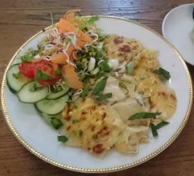 Kartoffelgratin mit Walnüssen, Datteln und Orangen-Dressing im Café Nasch, Hamburg
