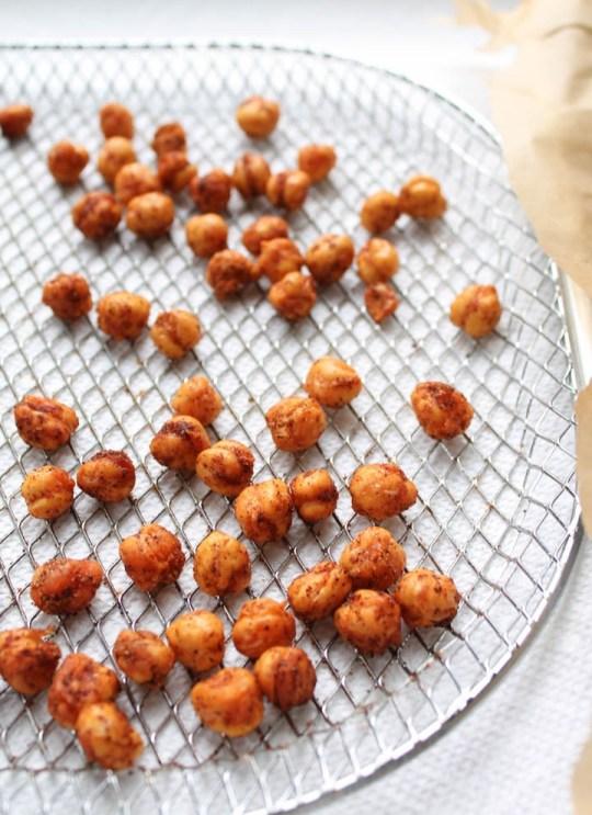 crispy seasoned air fryer chickpeas