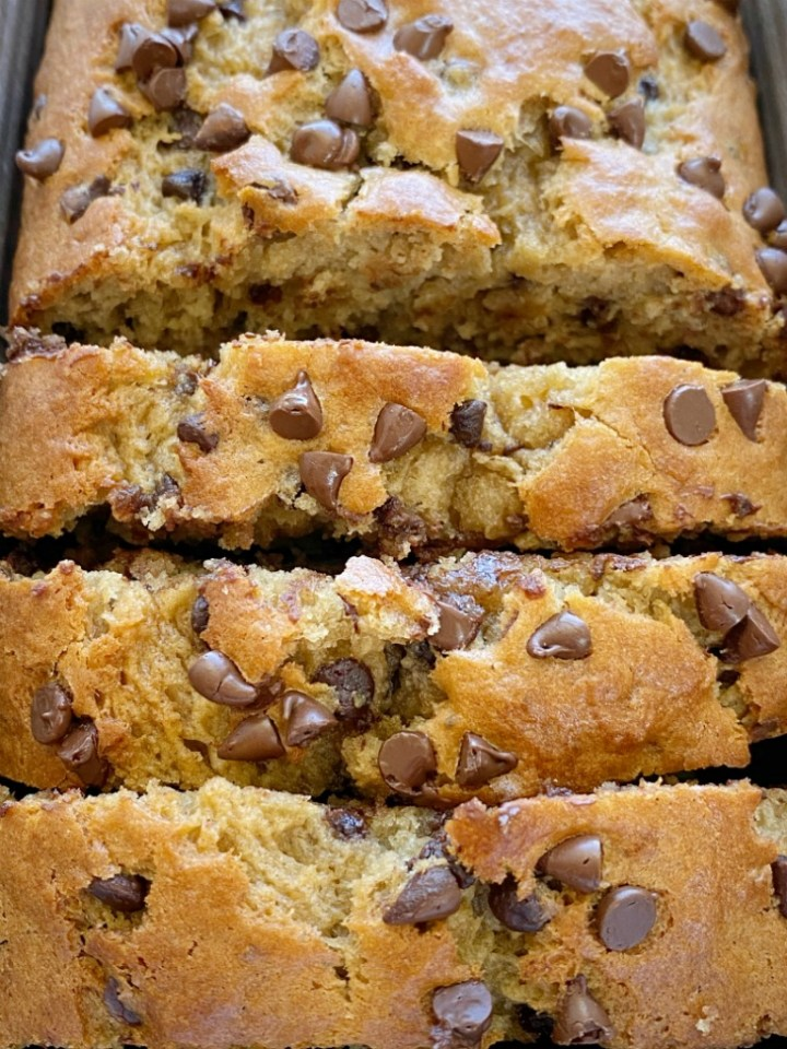 Banana Bread Recipe | Peanut Butter and Banana Recipes | Peanut Butter Chocolate Chip Banana Bread with creamy peanut butter, mashed bananas, chocolate chips, and applesauce to make it really moist and soft. Two bowls and no mixer needed for this quick bread recipe.
