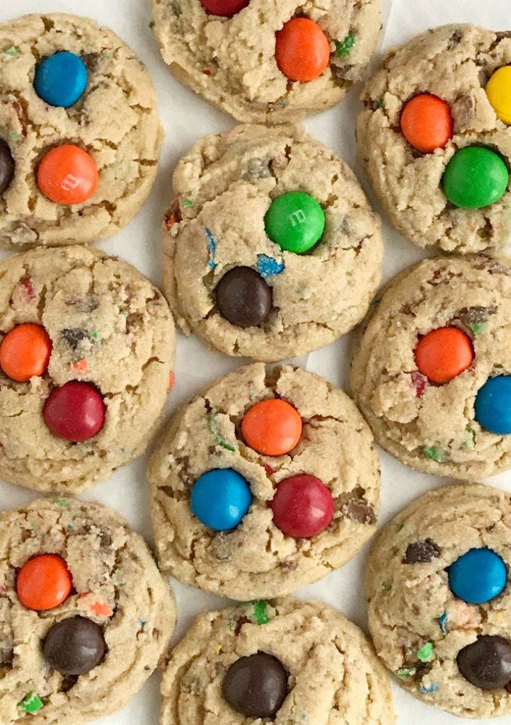 Peanut Butter M&M Cookies | Soft, thick, chewy peanut butter cookies loaded with peanut butter m&m candy | Peanut Butter Cookies | Cookies with M&M's | Cookies #cookierecipes #peanutbuttercookies #cookierecipe #peanutbuttercookie
