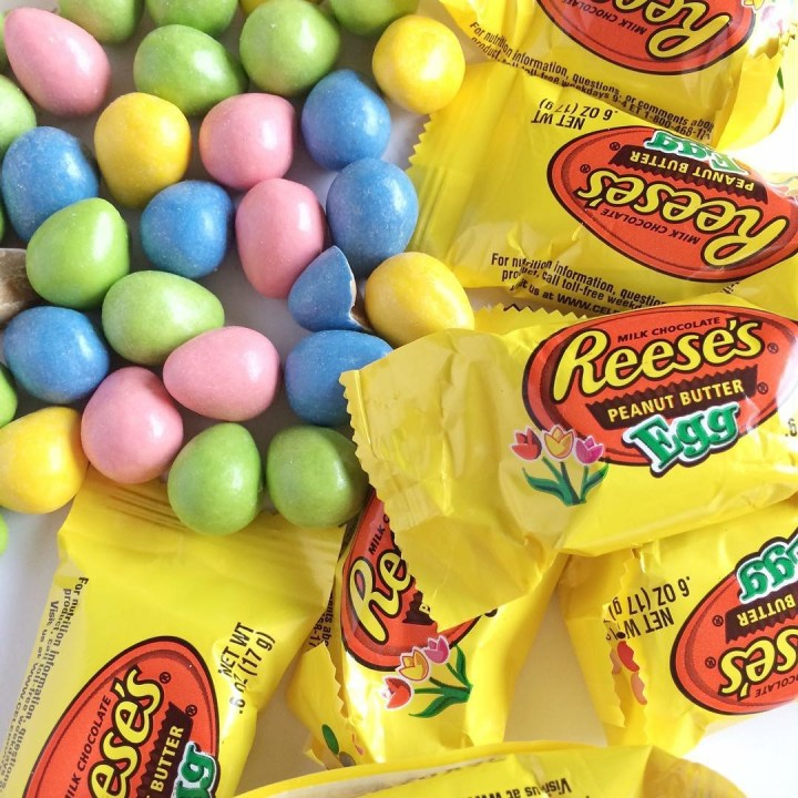 REESE'S PEANUT BUTTER EGGS BUNNY BARS | www.togetherasfamily.com