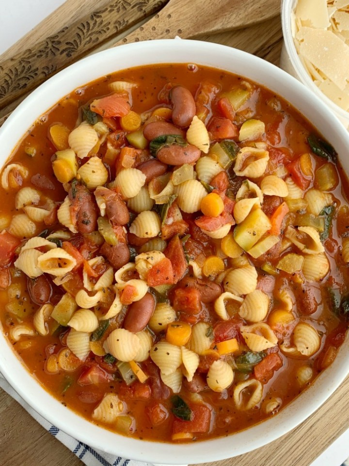 The Best Minestrone Soup | Soup Recipe | Healthy Recipe | This is honestly the best Minestrone Soup! A vegetable broth tomato base and then loaded with fresh vegetables, beans, and tender small shell pasta. It simmers in one pot on the stove top for a delicious and healthy dinner. #healthyrecipe #soup #minestronesoup #onepot #dinnerrecipeideas #easydinnerrecipe