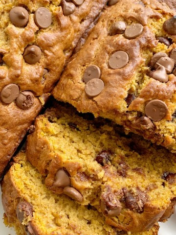 Banana Pumpkin Chocolate Chip Bread | Pumpkin Bread | Banana Bread | Banana Pumpkin Bread is a must-make quick bread recipe! Sweet bananas, pure pumpkin, and chocolate chips combine to make the best, most moist, pumpkin bread ever. It bakes up to perfection and is a yummy fall recipe. #pumpkinrecipes #pumpkinbread #fallbaking #quickbread #bananabread #pumpkin