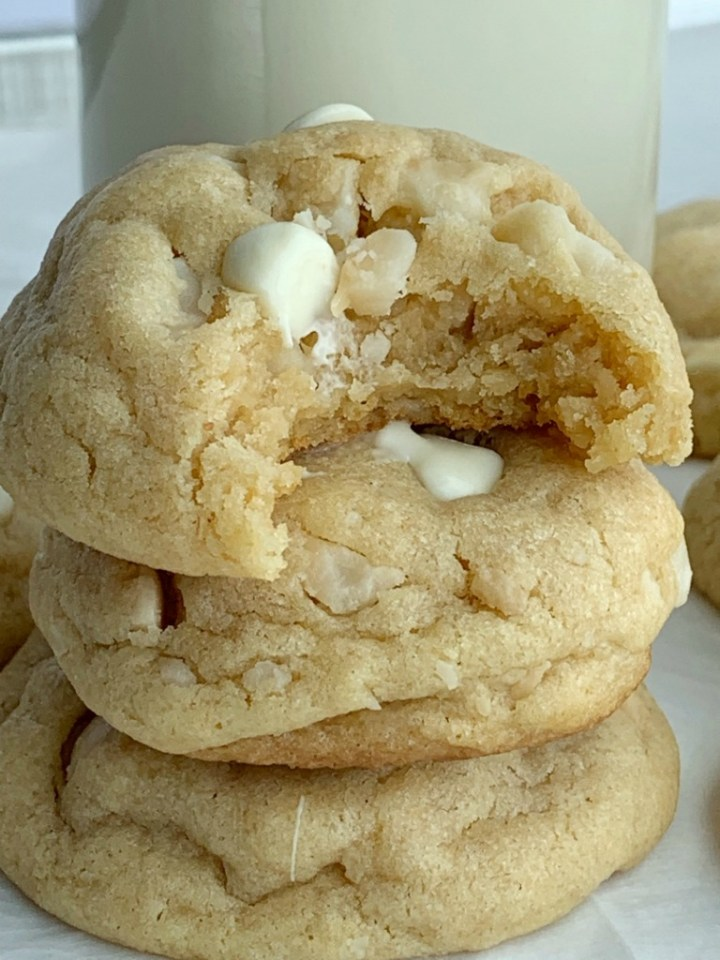 White Chocolate Macadamia Nut Pudding Cookies   Pudding Cookies   Cooke Recipes  White Chocolate Macadamia Nut Cookies are thick, sweet, and stay soft for days thanks to the white chocolate pudding mix! A brown sugar cookie base loaded with white chocolate chips and macadamia nuts. #cookies #cookierecipes #recipeoftheday #desserts