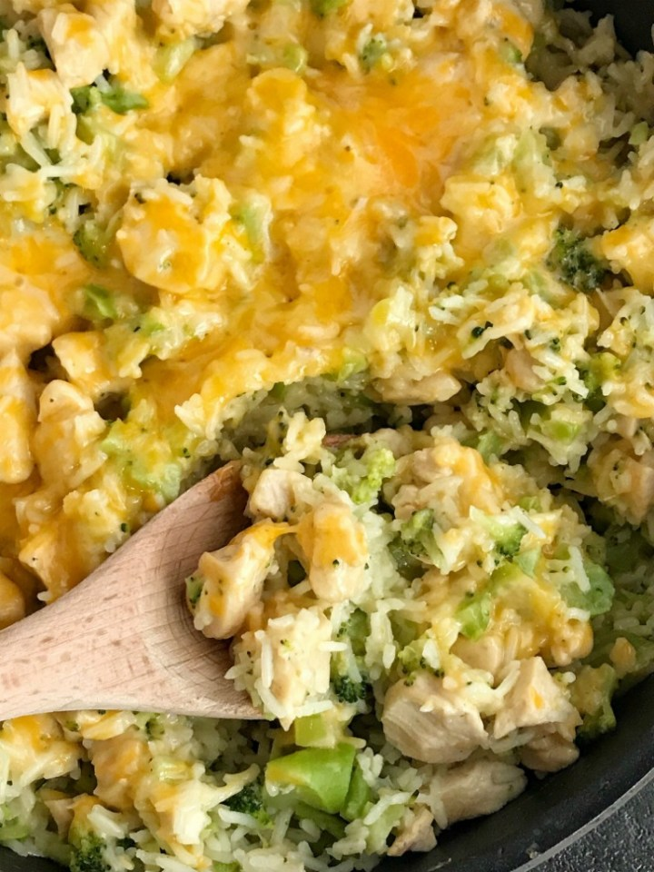 One Pot Cheesy Chicken Broccoli & Rice | One pot cheesy chicken broccoli rice is a quick & easy skillet dinner that is also gluten-free! Only a few simple ingredients and you have a delicious, cheesy, family-friendly skillet dinner. #onepotdinner #skilletdinnerrecipes #easydinnerrecipes #chickenrecipes