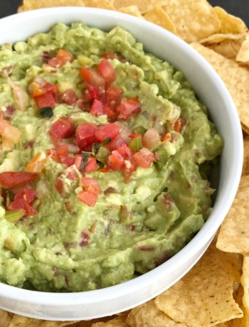 Pico de Gallo Guacamole | Avocados | Guacamole Recipe |Easy pico de gallo is the best, and easiest way to make guacamole! 3 ingredients is all you need; avocados, lime juice, and prepared pico de gallo. Mix together for a delicious topping to tacos, nachos, or dip taquitos or quesadillas into it.
